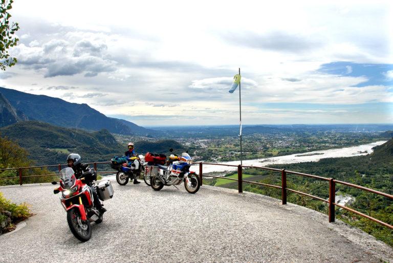 Monte San Simone mit dem Motorrad Friaul Italien